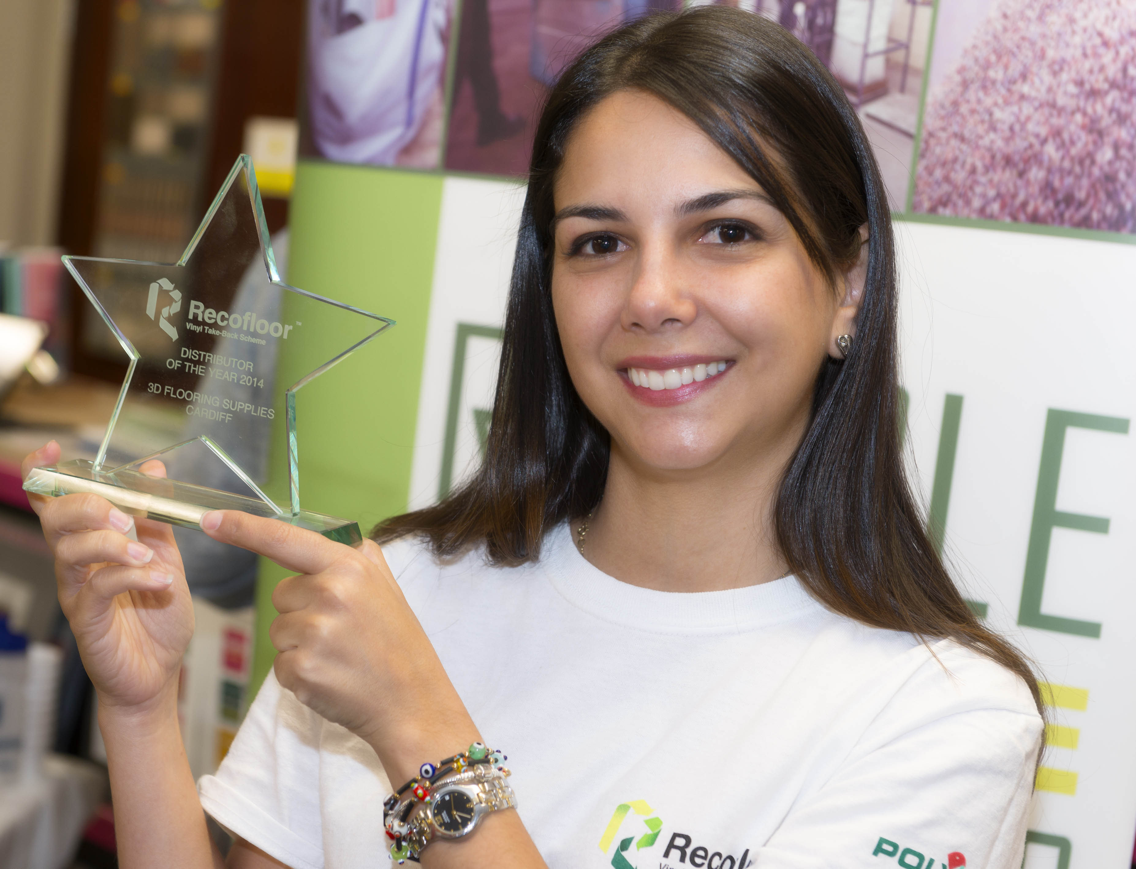 33407_33407_Recofloor-Carla-Eslava-holding-a-Recofloor-Award.jpg