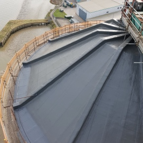 Capital Roofing Co Ltd chose Kemperol 2K-PUR to refurbish the roof and expansion joints around the perimeter of the silo