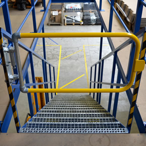 Kee Gate self-closing safety gate