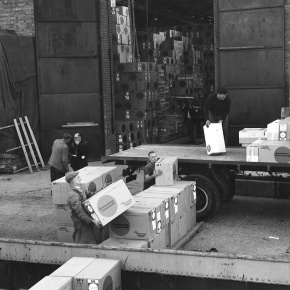 Photo Unloading Armstrong tiles from barge 1960s