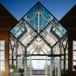 Planar structural glass