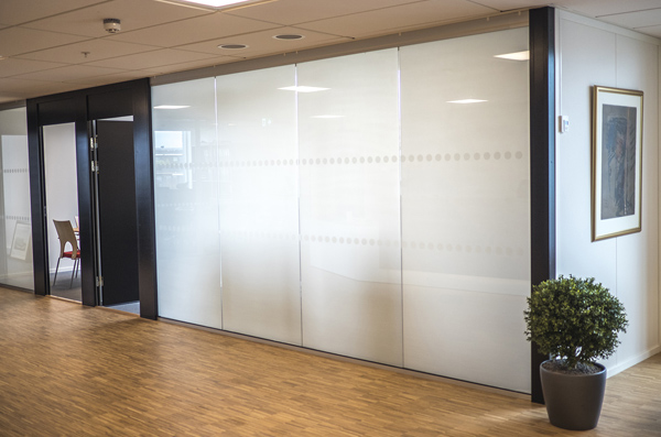 Sonte Switchable Glass can switch between transparent and opaque through a smartphone application.