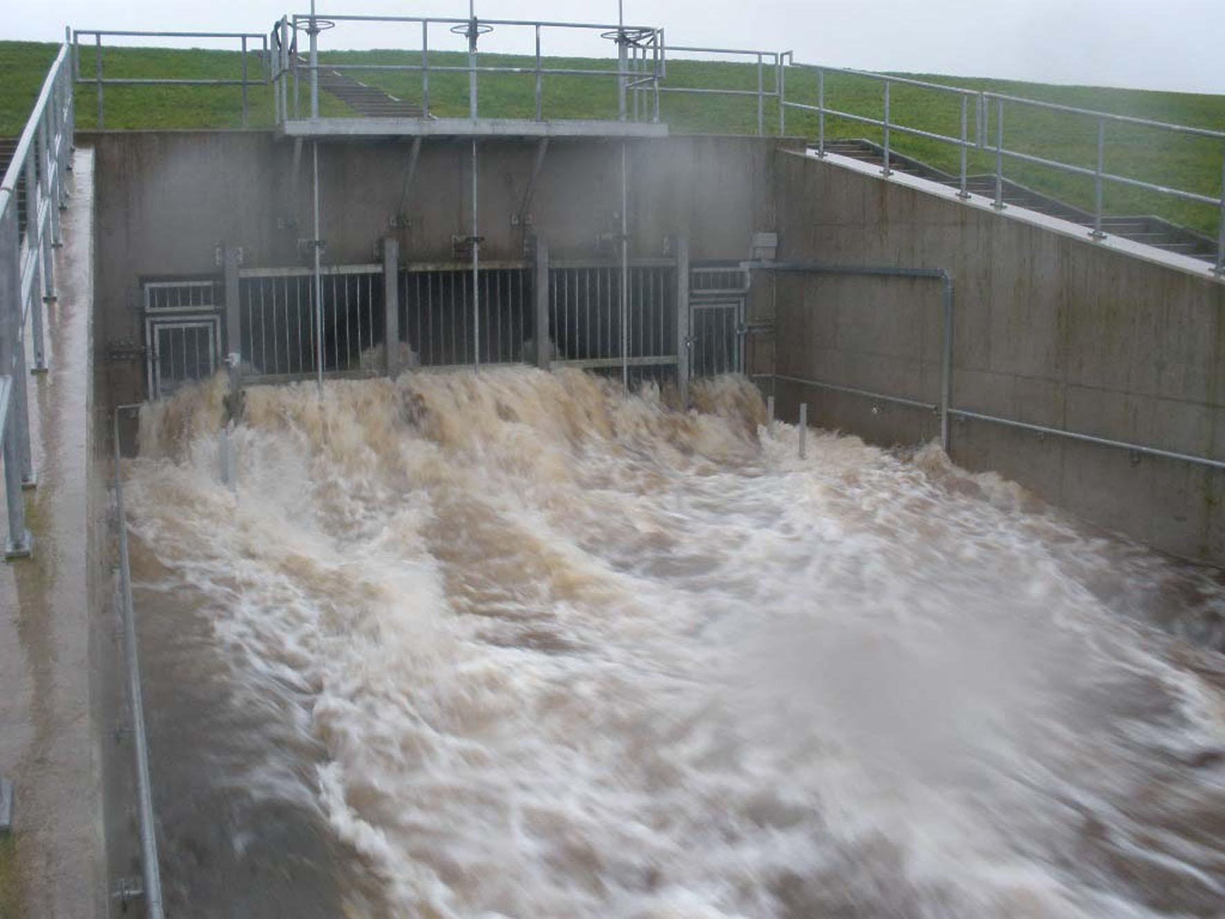 34624_The-White-Cart-Flood-Alleviation-Scheme-in-action.jpg