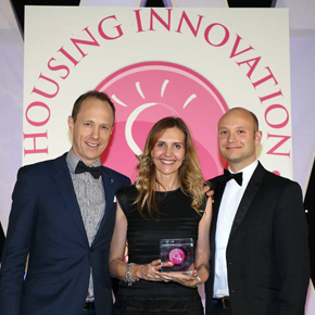 Wienerberger collecting e4 brick house award at Housing Innovation Awards 2016
